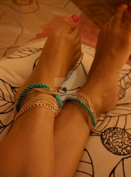 Red toes green anklet by Notprovided