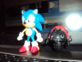 Another Sonic Figure + Badnik by DazzyDrawingN2