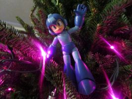 Mega Man on top of the giant Christmas!~ ^_^ by knucklesmega