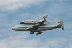 Space Shuttle Discovery by uncreativescreenname
