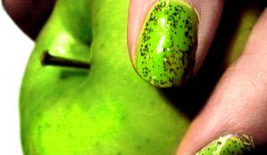 Green Apple by Silvereyed