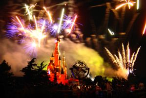 Disneyland Paris fireworks by guitarsimo80