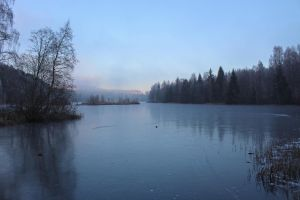 Frozen norwegian lake by Riddande