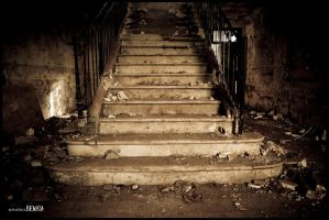 Welcoming staircase by benisa
