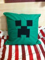 Minecraft Creeper Pillowcase by TombRaiderKuchen
