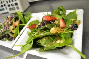 Spinach Salad by beanphotogi