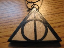 Deathly Hallows Necklace by Kryptoeyez