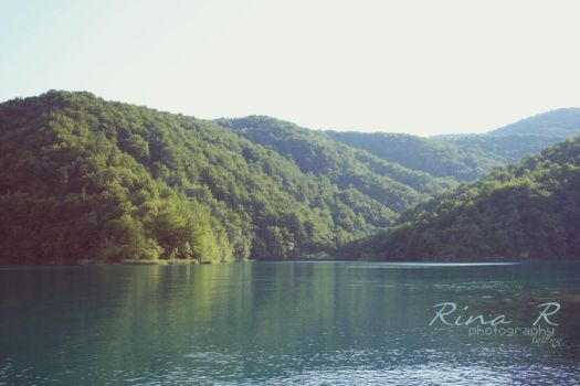 Lake and mountains by Inienka