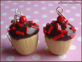 chocolate cupcake earrings by citruscouture