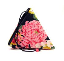 chirimen triangle bag by offgenemi