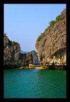 Halong Bay Rocks and Formations by WiDoWm4k3r