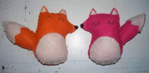 A couple of foxes by MushedPatatoes