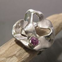 Rough Ruby heart - ring by Jealousydesign