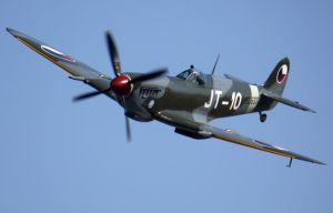 Supermarine Spitfire Mk9 Flyby by shelbs2