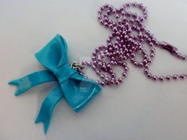 Colgante lazo / Ribbon necklace by Jacarandahm