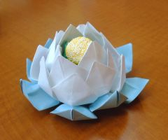 Blue and white paper lotus by EruwaedhielElleth