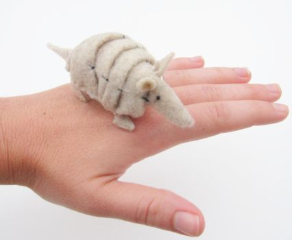 Armadillo plush by Blue-MonsterOwO