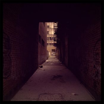 Back alley skull II by elgrizzly