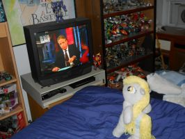 Derpy watching T.V. by EratosofCyrene