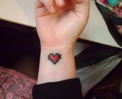 8-Bit Heart by delicioustrifle