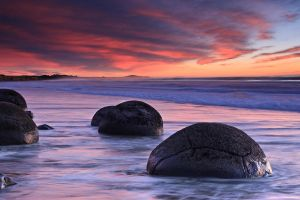 Moeraki Boulders by chrisgin