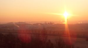 Industry zone and Sun... by Sonkankak