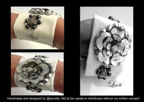 white bracelet with shell by Laurelis