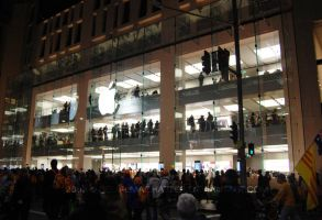 045 apple megastore by BelialMadHatter