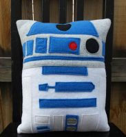 R2D2 pillow by Telahmarie