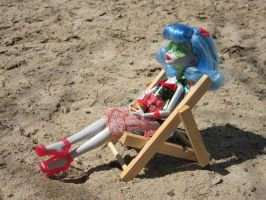 MH Ghoulia Beach Time 2 by immortalmina
