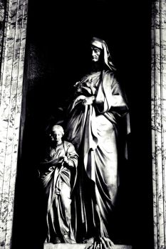 Statue at the Pantheon by Taktloss