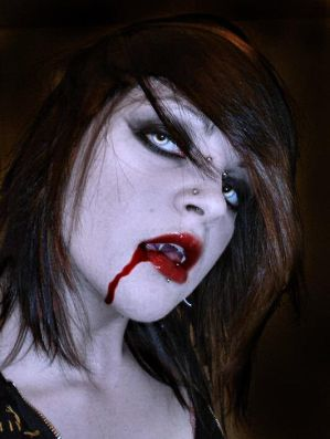 http://th01.deviantart.com/fs21/300W/f/2007/258/a/5/Vampire_Caitlin_Deadly_Beauty_by_VampHunter777.jpg