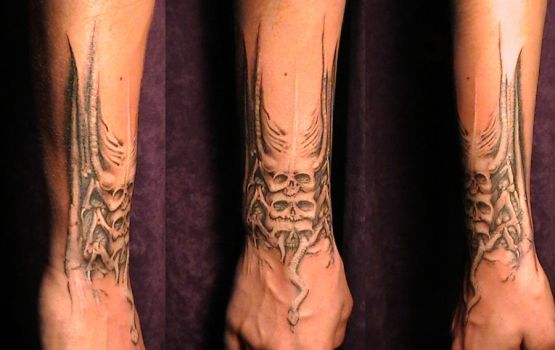 tattoo based on H.R. Giger by Kryoide