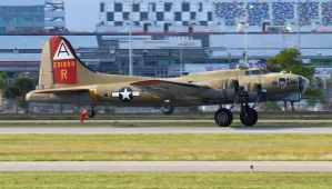 Boeing B-17G Flying Fortress by AnthonyC12
