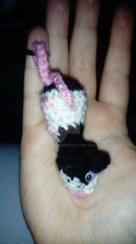 Amigurumi Rat keycharm by Villiawenn