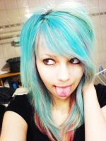 blue hair again xD by XcuteBubbleX