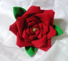 Yet another red rose kanzashi by EruwaedhielElleth