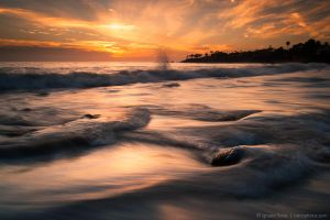 Little splash above the wave by isotophoto