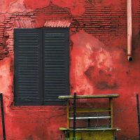 red wall and yellow 'gerobak' by imajiku
