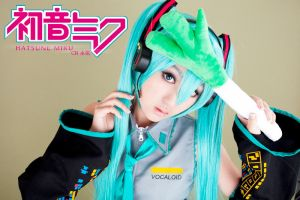 Hatsune Miku-Vocaloid-Cosplay by shuibi