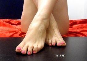 The pink toes by PhotoAdicct