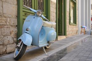 The Blue Vespa by Tain0s