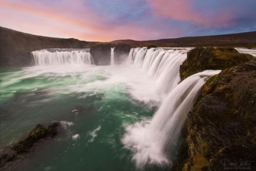 The waterfall of the gods by LinsenSchuss