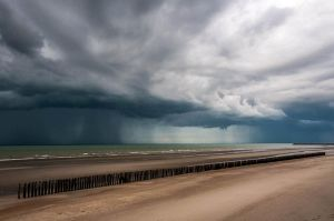 Thunderstorm on the beach by Tetelle-passion
