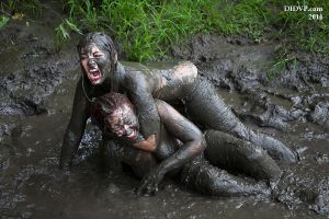 Leader of the Pack Mud Fight 5930 by didvp