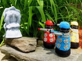 Exterminate or Don't look away? by greenchylde