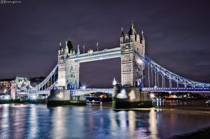 The Thames in the night. by MarioGuti