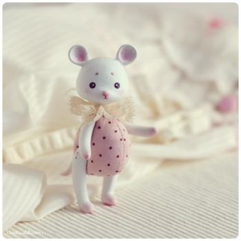 Polka-dot mouse 02 by Katy-Doll
