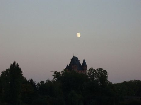 haunted castle by karotte71