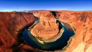 Horseshoe Bend by dozzyExplorer
